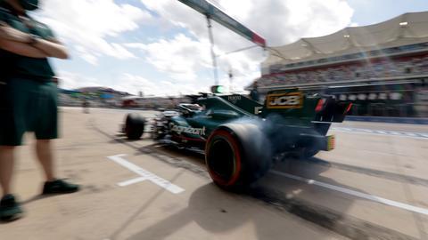 Sebastian Vettel in seinem Wagen.