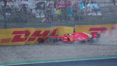Vettels Ferrari im Kiesbett