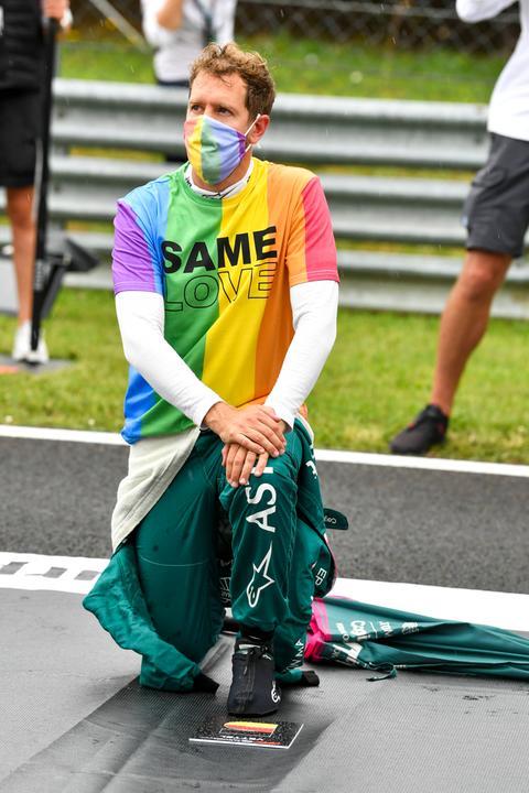 Vettel mit seinem Regenbogen-Shirt