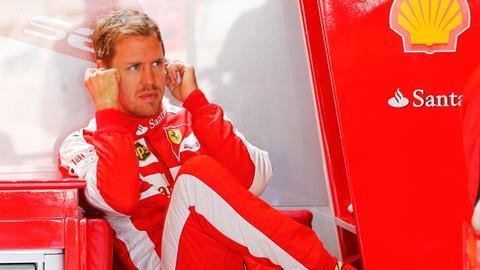 Sebastian Vettel in der Ferrari-Box