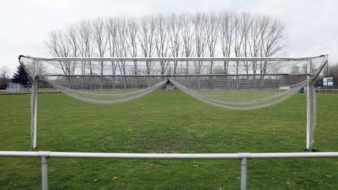 Die Tore auf den Sportplätzen bleiben für Hobbykicker weiterhin geschlossen.