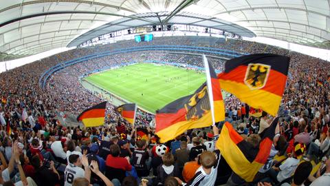 Jubelnde Fans im Frankfurter Stadion bei der WM 2006.