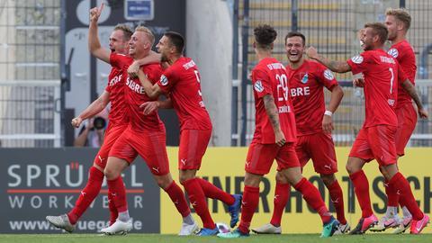 Sören Eismann lässt mit seinem Treffer des Tages den TSV Steinbach Haiger jubeln.