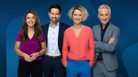 Die aktuelle Moderator*innen der hessenschau: Hülya Deyneli, Daniel Johé, Kristin Gesang und Andreas Hieke