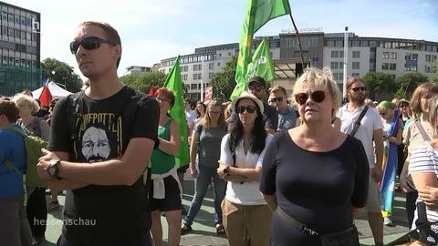 Tausende Menschen demonstrieren gegen Rechts in Kassel