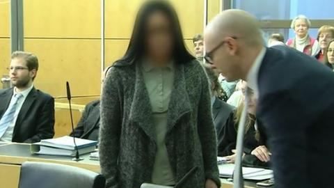 Die Angeklagte im Killer-Paar-Prozess vor dem Landgericht Darmstadt