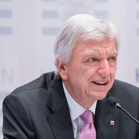 Bouffier informiert über weitere Lockerungen | Pressekonferenz