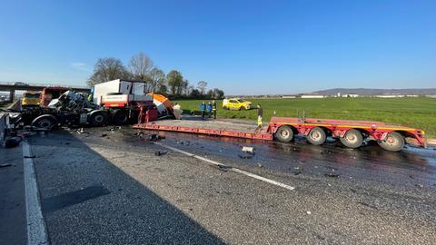 Unfall mit Lkw auf A5 bei Butzbach