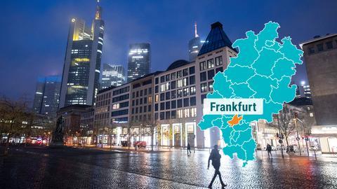 Frankfurt Innenstadt Fussgängerzone mit Hochhäusern im Hintergrund