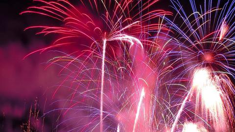 Feuerwerksraketen am Himmel