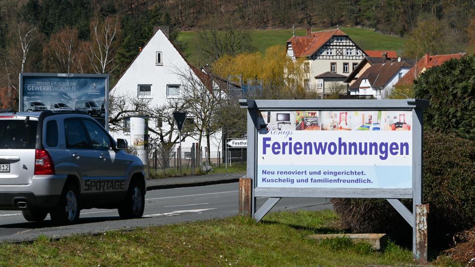 """Schild """"Ferienwohnung"""" Affoldern"""