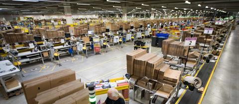 Blick in Amazon-Logistikzentrum in Bad Hersfeld