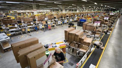 Blick in Amazon-Logistikzentrum in Bad Hersfeld