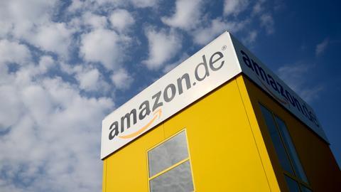 Bad Hersfeld: Blick auf ein Gebäude des Online-Versandhändlers Amazon