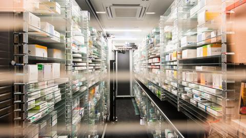 Medikamenten-Lager einer Apotheke