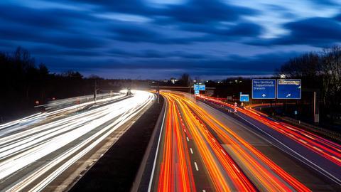 Die Autobahn A5 kurz vor dem Frankfurter Kreuz