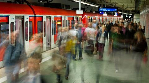 Wegen einer Weichenstörung gibt es massive Behinderungen im S-Bahn-Verkehr.