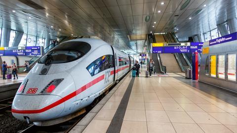 Es sollen mehr Züge ab dem Frankfurter Flughafen fahren.