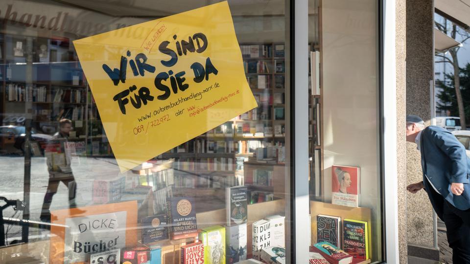 In Buchhandlungen wie hier in Frankfurt dürfen ab Montag (8. März) wieder Kunden bedient werden.