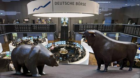 Bär und Bulle im Börsensaal der Deutschen Börse in Frankfurt.
