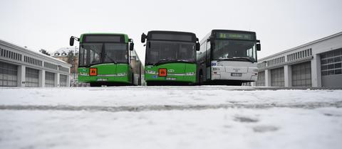 Schulbusse im Busdepot in Fulda