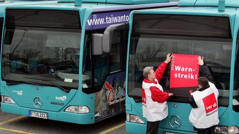 Streikende Busfahrer in Frankfurt (Archivbild)