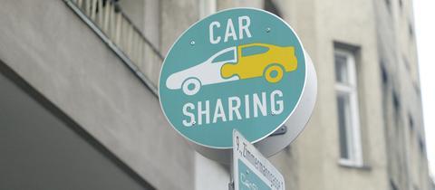 Solche Verkehrszeichen für Carsharing-Parkplätze gibt es in Frankfurt noch nicht - aber in Wien.