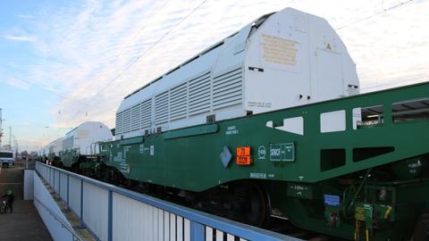Zug mit Castor-Behältern am Bahnhof Biblis