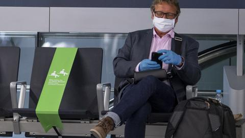 Gesperrter Sitzplatz in einem Wartebereich am Flughafen Frankfurt