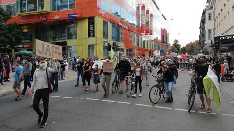 Demonstrierende sprechen sich für den Bau der Citybahn aus