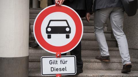 """Schild Einfahrverbot für Pkw mit Zusatzschild """"Gilt für Diesel"""""""