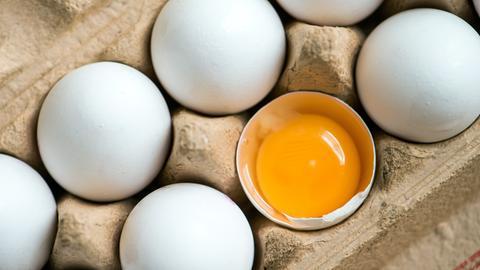 Eier in einer Eierschachtel.