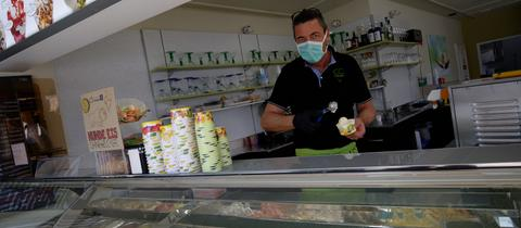 In Nordrhein-Westfalen wie hier in Aachen gibt es das Eis zum Mitnehmen bereits.
