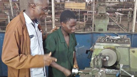Amateur entwicklungshilfe aus nigeria 7