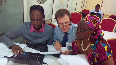 Beim Projekt der IHK Gießen-Friedberg in Nigeria werden Trainer geschult.