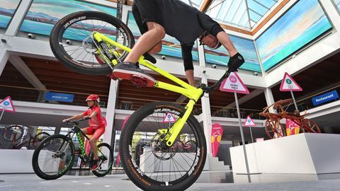 Fahrradfahrer bei der Eurobike 2016