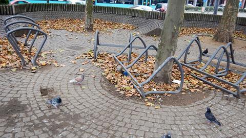 Kaputte Fahrradständer am Hauptbahnhof in Frankfurt