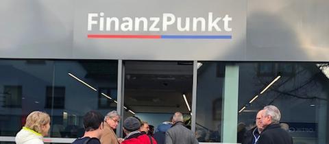 """Eröffnung des ersten """"Finanzpunkts"""" in Bad Soden am Taunus - einer gemeinsamen Filiale von Volksbank und Sparkasse"""
