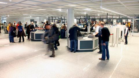 Gepäckkontrolle am Flughafen Frankfurt.