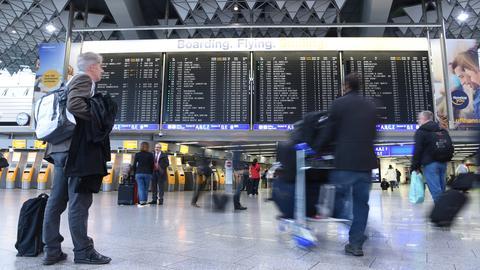 Passagiere am Flughafen Frankfurt