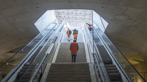 Letzte Arbeiten in der S-Bahn-Station Gateway Gardens