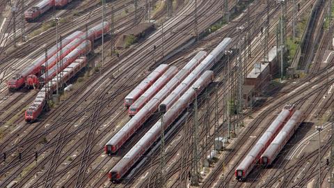 Gleise vor dem Hauptbahnhof Frankfurt