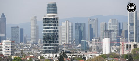 Neubau Henninger Turm vor Frankfurter Skyline