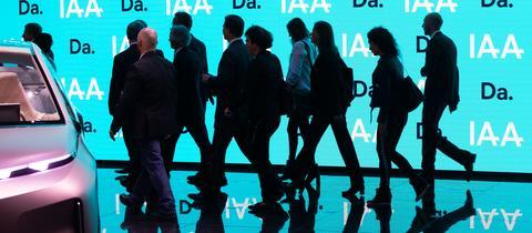 Besucher auf der IAA.