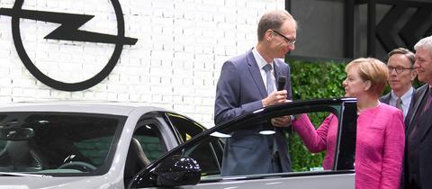Merkel bei Opel auf der IAA 2017