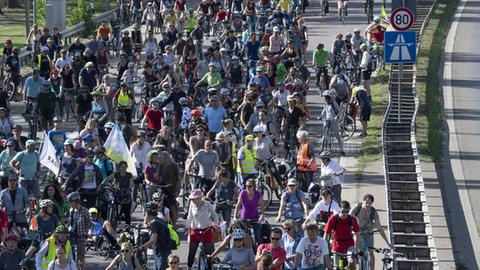 Radfahrer bei der Anti-IAA-Demo in Frankfurt