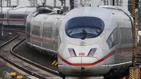 ICE bei der Einfahrt in den Frankfurter Hauptbahnhof
