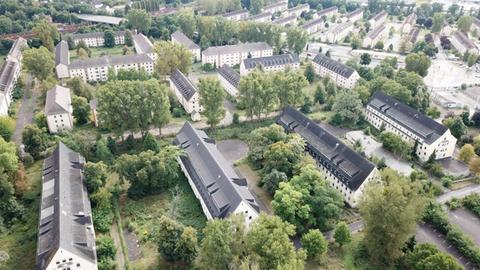 Ein Luftbild zeigt die riesige Fläche der ehemaligen Pioneer-Kaserne in Hanau.