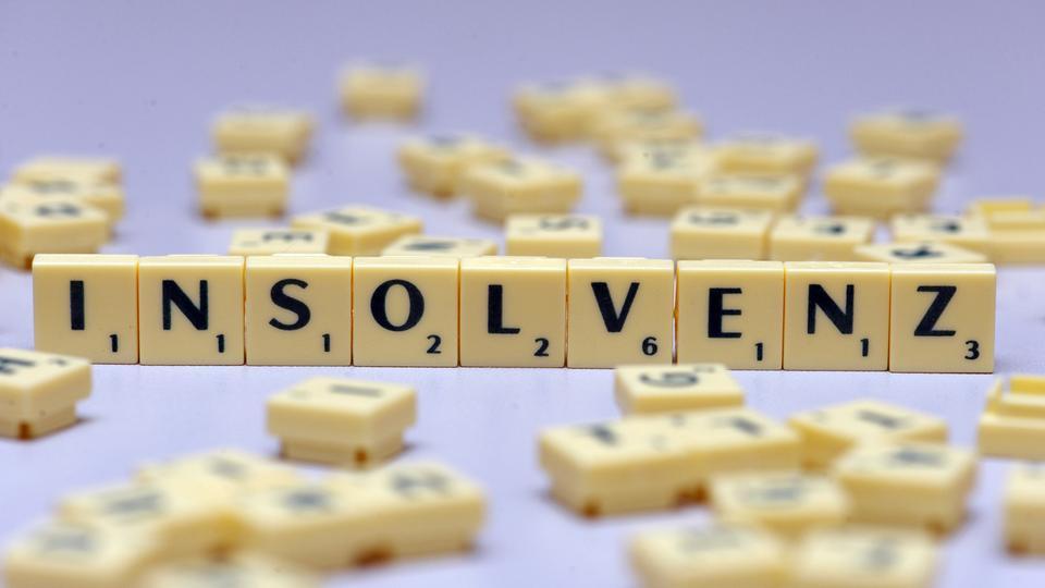 """Das Wort """"Insolvenz"""" gelegt mit Scrabble-Steinen"""