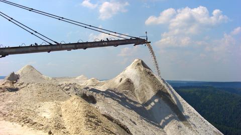 Abraumhalde eines Kalisalz-Bergwerkes in Heringen